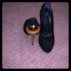 Giuseppe black and Gold pumps